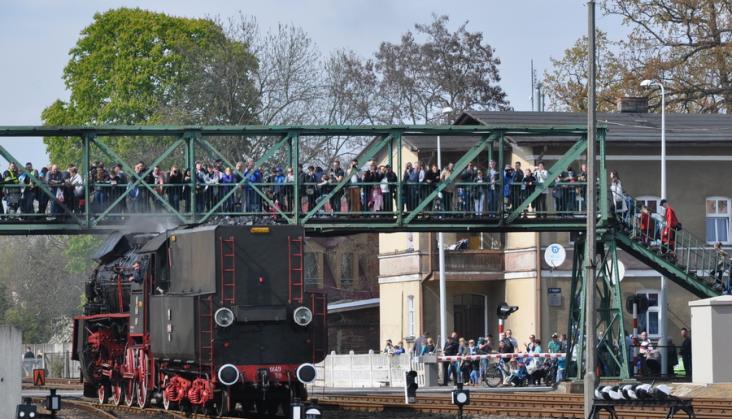 Ile osób pracuje na polskiej kolei?