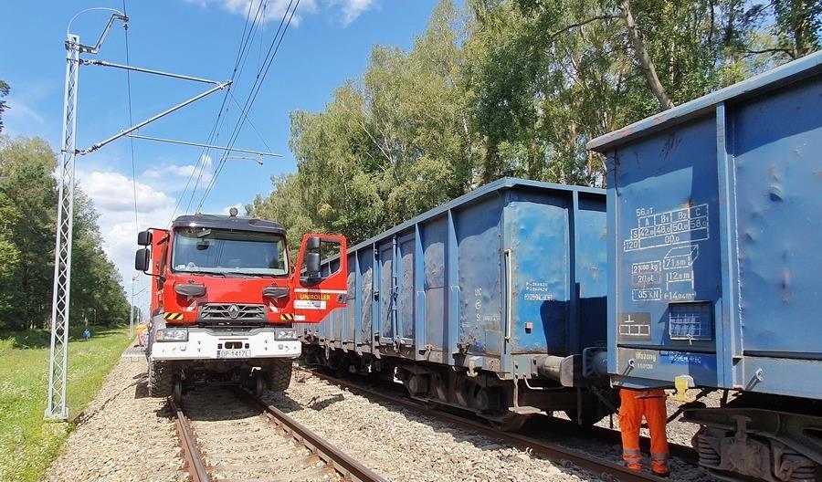 Wykolejenie pociągu towarowego między Opolem a Strzelcami Opolskimi [zdjęcia]