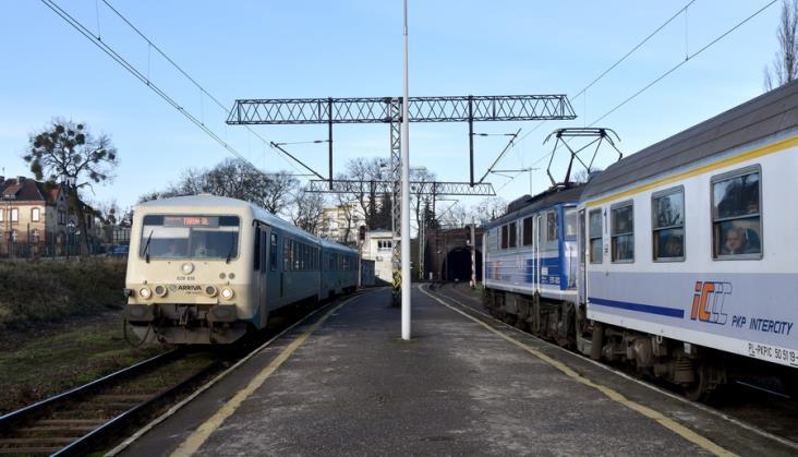PLK i PKP SA zapowiadają modernizację stacji, dworców i linii kolejowej w Toruniu