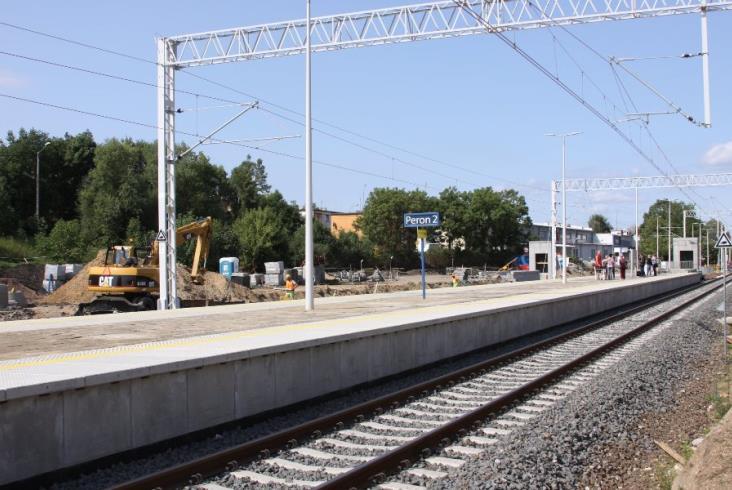 E59: Nowy peron na stacji Wronki otwarty... ze starą nawierzchnią