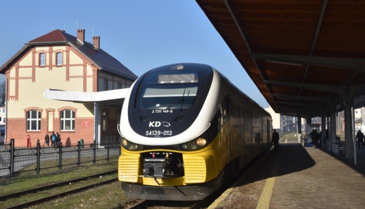 Kiedy dojedziemy pociągiem do Bielawy?