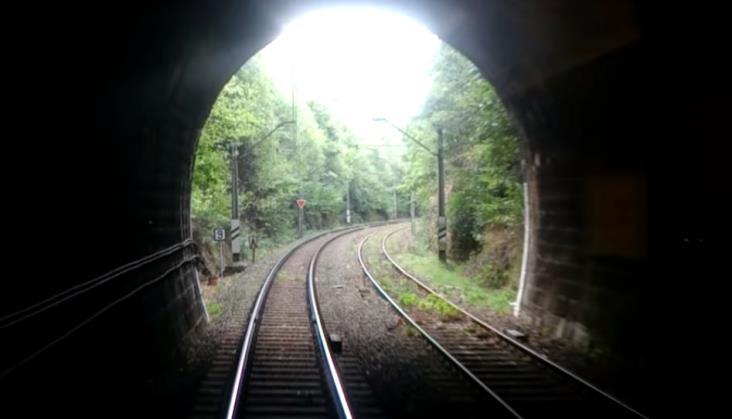 PLK uspokaja: Czas zamknięcia tunelu przed Jelenią Górą będzie możliwie krótki