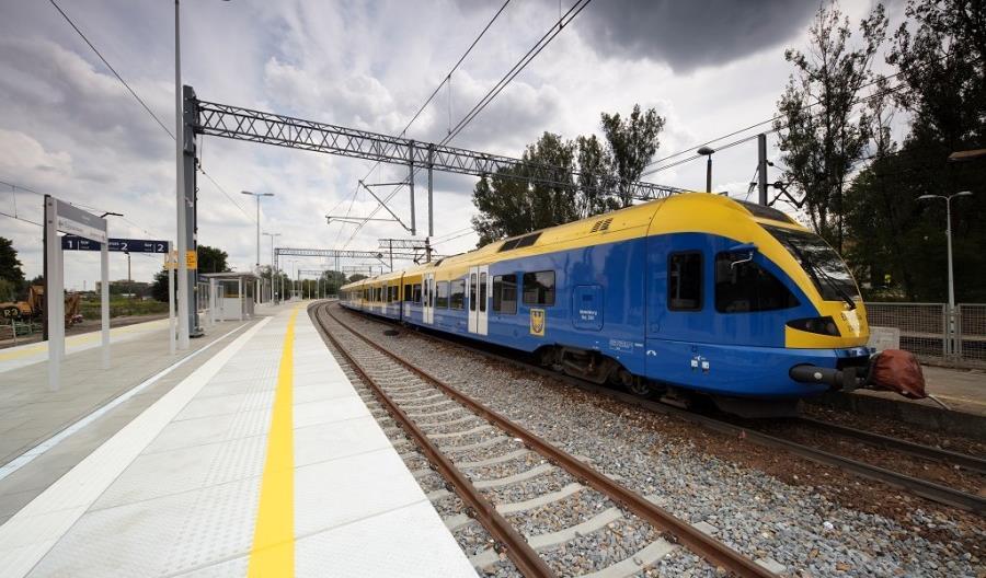 Podróżni korzystają z nowych peronów w Częstochowie Rakowie i Korwinowie [zdjęcia]