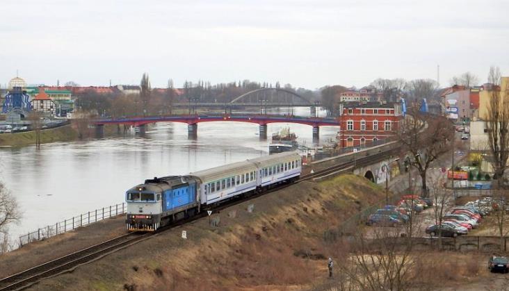 PKP Intercity wynajmie pięć lokomotyw spalinowych [aktualizacja]
