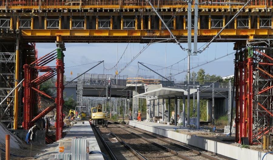 Rosną perony i kładka na Warszawie Powązki [zdjęcia]