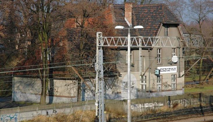 Pożar przekaźnikowni w Leszczynach, utrudnienia na linii Katowice – Rybnik – Wodzisław