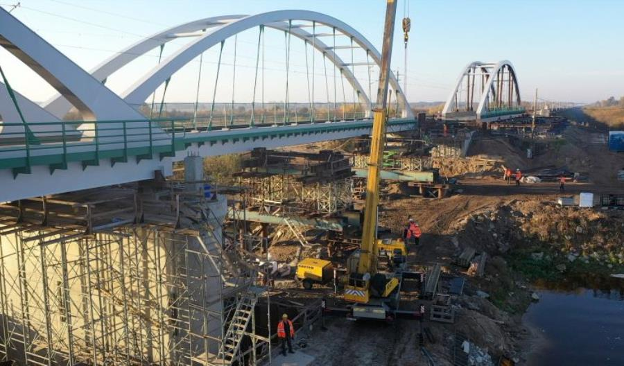 Rail Baltica: Drugi most kolejowy wjechał nad Bug [zdjęcia]