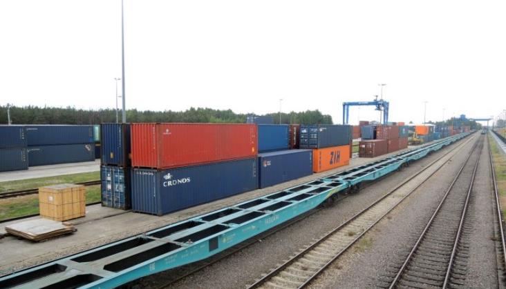 PKP Cargo wybrało dostawcę kolejnych 220 nowych platform intermodalnych