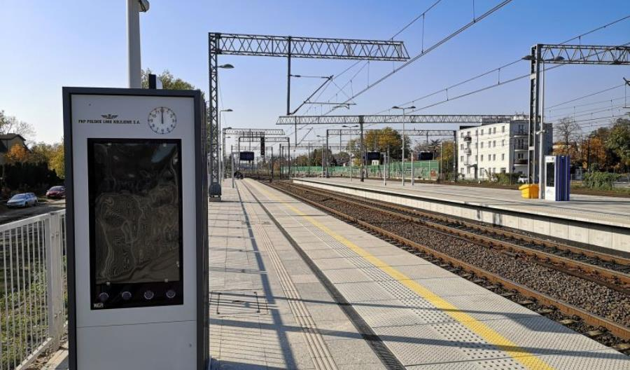 PLK montuje system informacji pasażerskiej na modernizowanej linii 447
