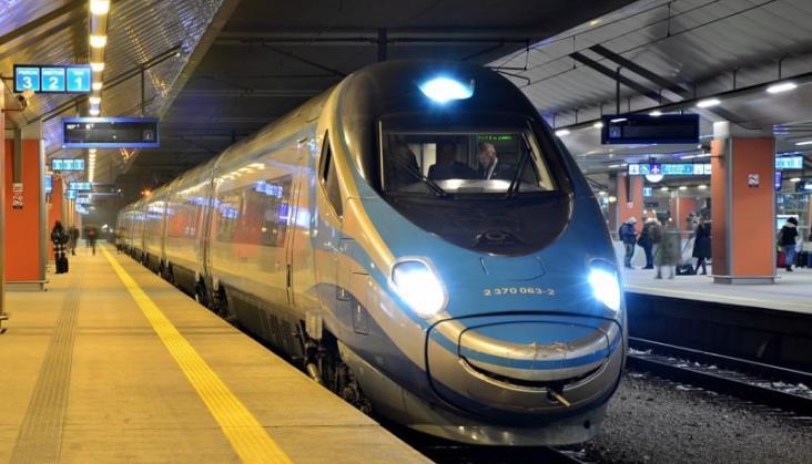 Sprzedaż biletów na kilkadziesiąt pociągów przez Kraków Główny zablokowana