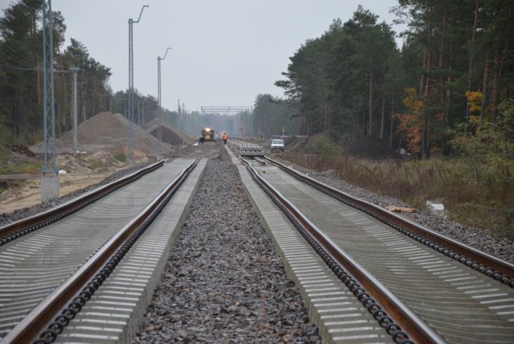 Powstaje drugi tor między Otwockiem a Pilawą na linii 7 [zdjęcia]