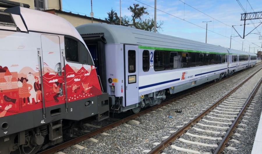 Kolejne wagony z FPS w PKP Intercity