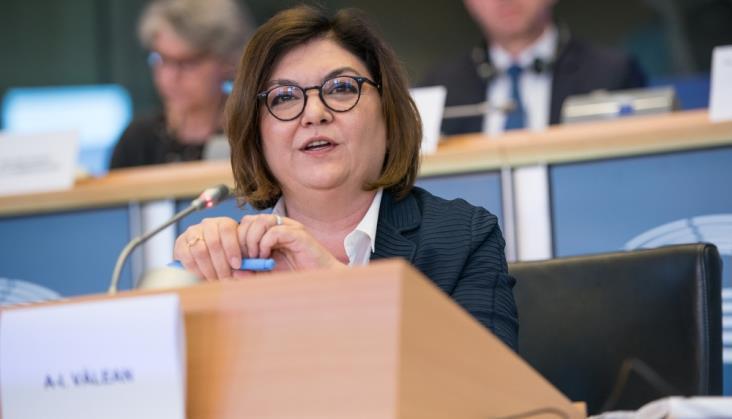 Adina-Ioana Vălean ogłasza swoją strategię transportową