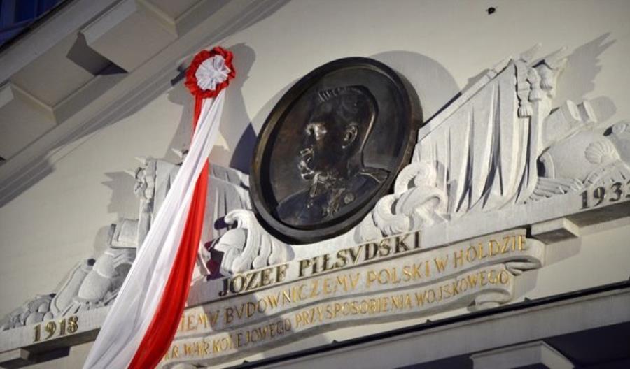 Wizerunek marszałka Józefa Piłsudskiego znów na siedzibie PLK
