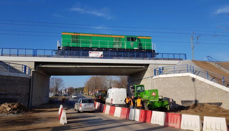 Ciężka lokomotywa sprawdziła nowe wiadukty na CMK