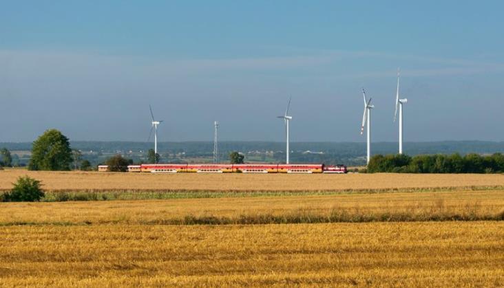 Świetny październik kolei pasażerskiej, przewozy towarów stabilnie spadają