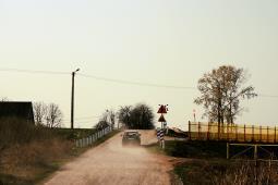 Zarządcy dróg nie muszą się martwić przejazdami. Prawo obciąża odpowiedzialnością tylko kolej