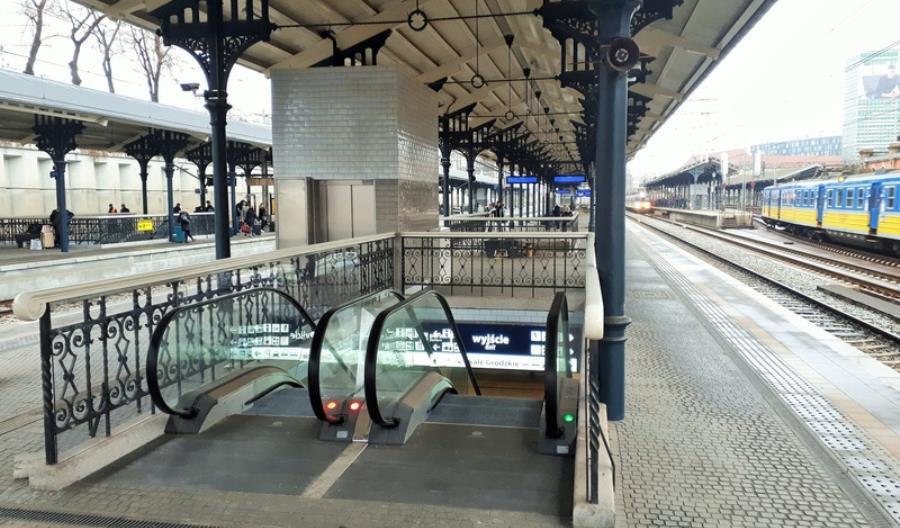 Perony stacji Gdańsk Główny już z windami i schodami ruchomymi