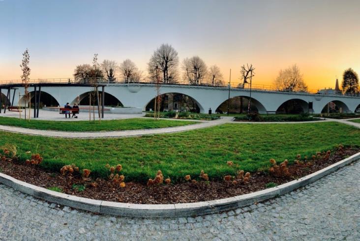Odnowioną kolejową estakadą w Strzegomiu pojedzie kamień [zdjęcia]