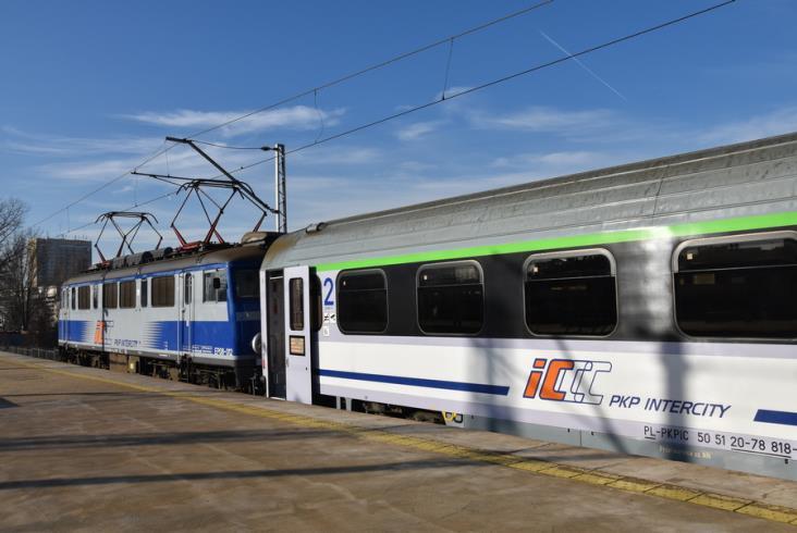 90 zmodernizowanych wagonów od FPS już w PKP Intercity [zdjęcia]