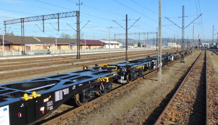 PKP Cargo odebrało pierwszą partię wagonów do przewozu kontenerów