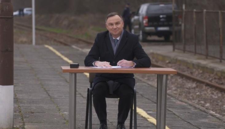 Kolej Plus z podpisem prezydenta Andrzeja Dudy