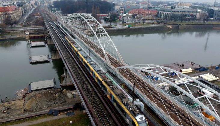 Obok mostów kolejowych będzie kładka pieszo-rowerowa nad Wisłą