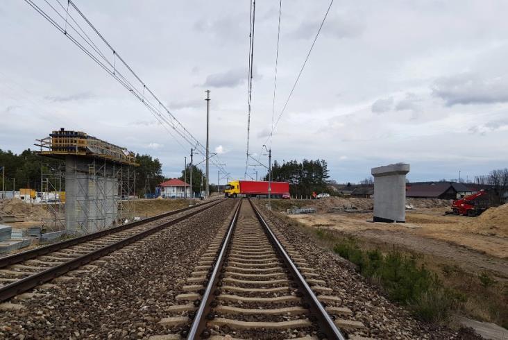 Na CMK rosną wiadukty obok pociągów