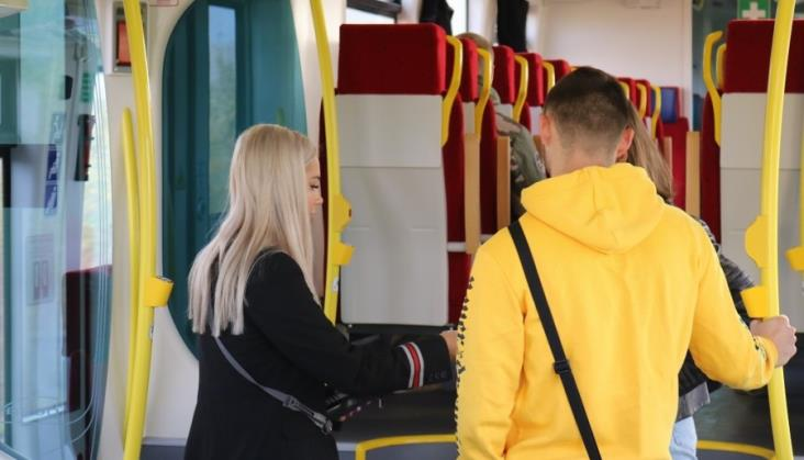 Bezpieczniej kupisz bilet w Kolejach Dolnośląskich. Konduktorzy otrzymali terminale płatnicze