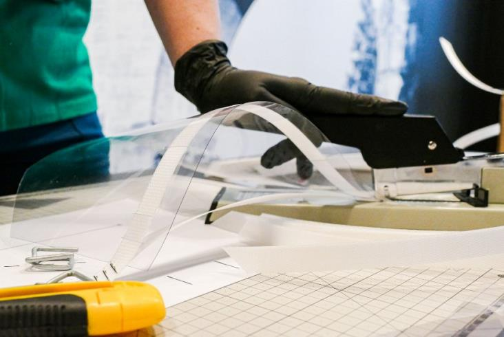 Koleje Śląskie produkują przyłbice dla szpitali
