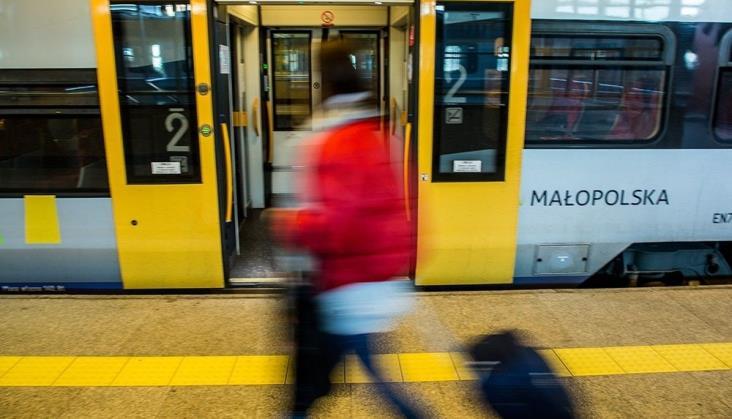 Koleje Małopolskie: Bilet miesięczny za 1 zł dla pracowników ochrony zdrowia