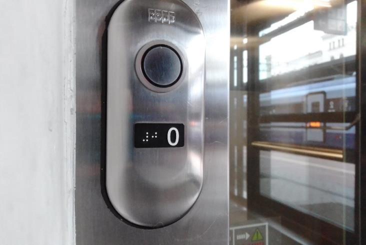 PLK: Blisko 260 stacji bardziej dostępnych dzięki informacjom w alfabecie Braille'a [zdjęcia]