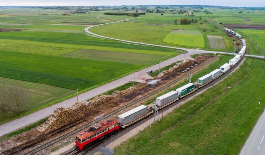 PKP Cargo, LG Cargo i CargoBeamer przewiozły pilotażowo naczepy pociągiem