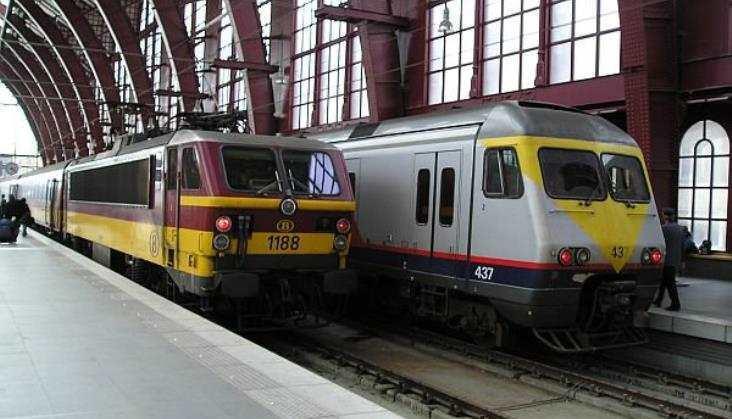 Rząd Belgii chce pobudzić turystykę darmowymi biletami kolejowymi. Plan krytykują... koleje