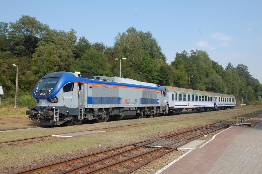 Brak kasy biletowej i internetu. Jak zdobyć rezerwację na pociąg PKP IC i nie płacić mandatu?