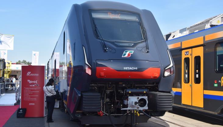 Trenitalia kupi 135 zespołów trakcyjnych z napędem elektryczno-spalinowo-bateryjnym