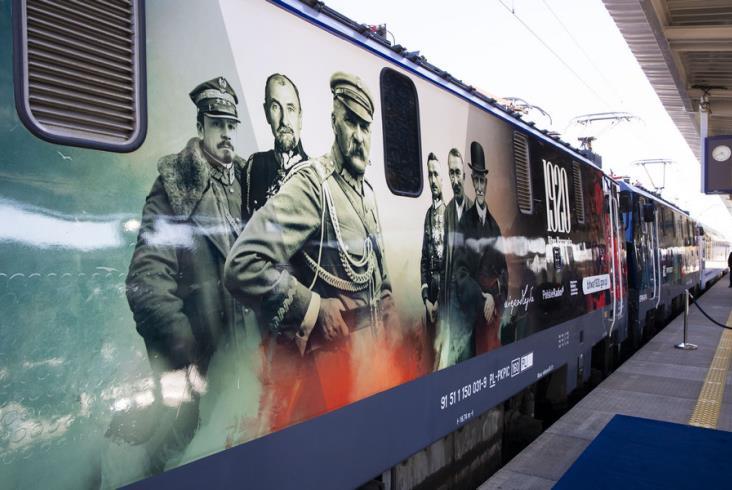PKP Intercity okleja lokomotywy na 100-lecie Bitwy Warszawskiej [zdjęcia]