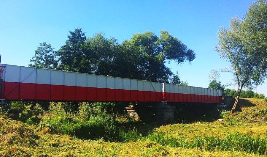 PKP PLK: Most w Płońsku w barwach narodowych