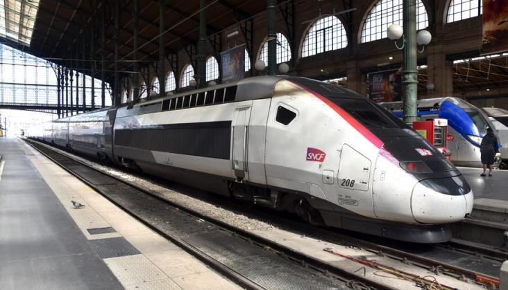Francuzi zatrzymali pociąg TGV, aby usunąć pasażera bez maski