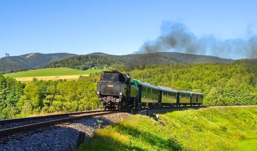 Leo Express zaczął uruchamiać historyczny pociąg z parowozem [zdjęcia,wideo]