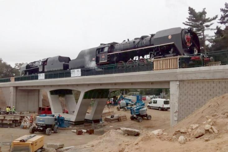 Parowozy sprawdziły nowy most w Czechach [zdjęcia,film]