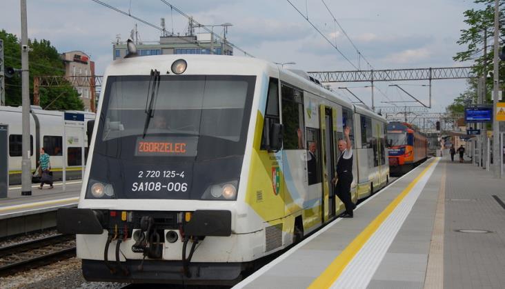 Pociąg między Iłową Żagańską a Żarami może jechać ponad godzinę. Kursował w 17 minut