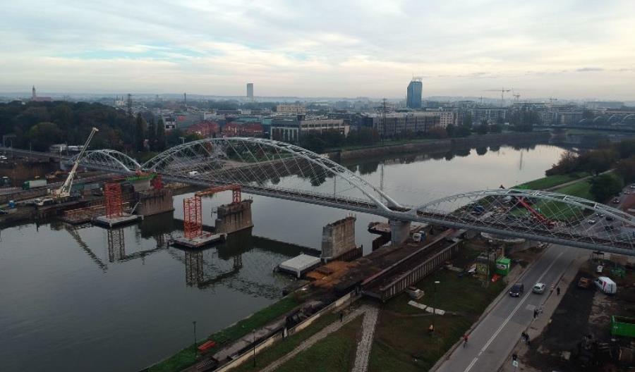 Stary most zniknął znad Wisły, czas na nową przeprawę w Krakowie