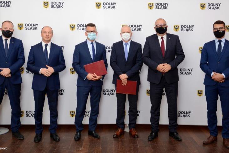 Dolny Śląsk podpisał umowę z Newagiem na hybrydy...i od razu powiększył zamówienie