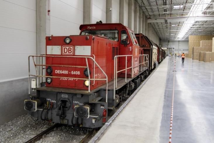Wrocław: Lodówki i piekarniki rozwożone koleją z fabryki