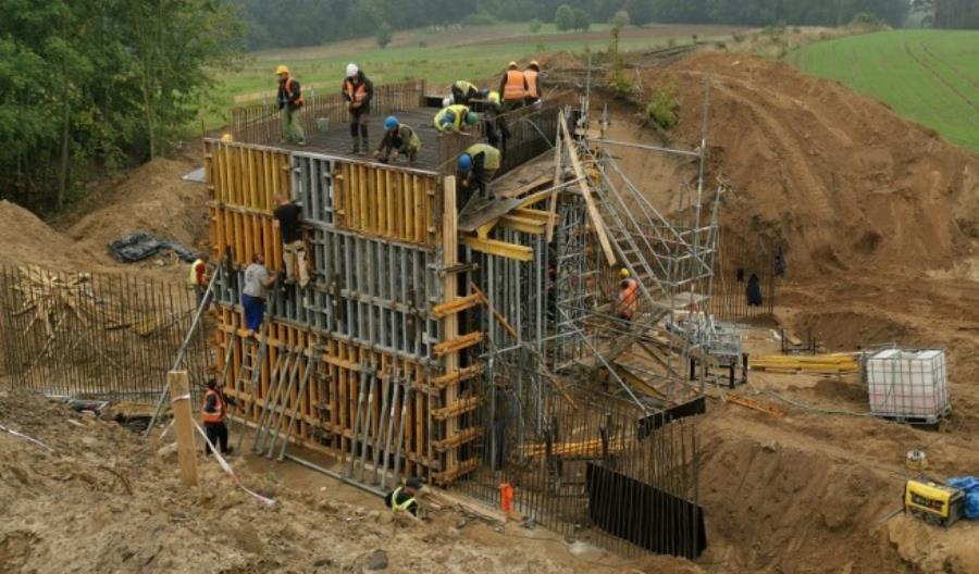 Nowe wiadukty kolejowe zapewnią przewozy ropy i siarki w kierunku Kostrzyna