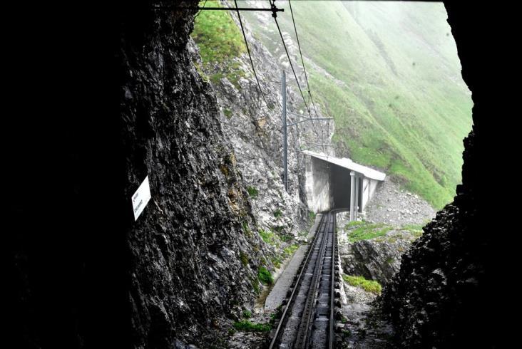 Pilatusbahn. Najbardziej stroma kolej zębata na świecie [zdjęcia]