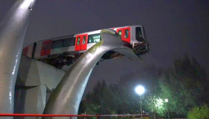 Holandia: Pociąg metra zawisł na... ogonie wieloryba