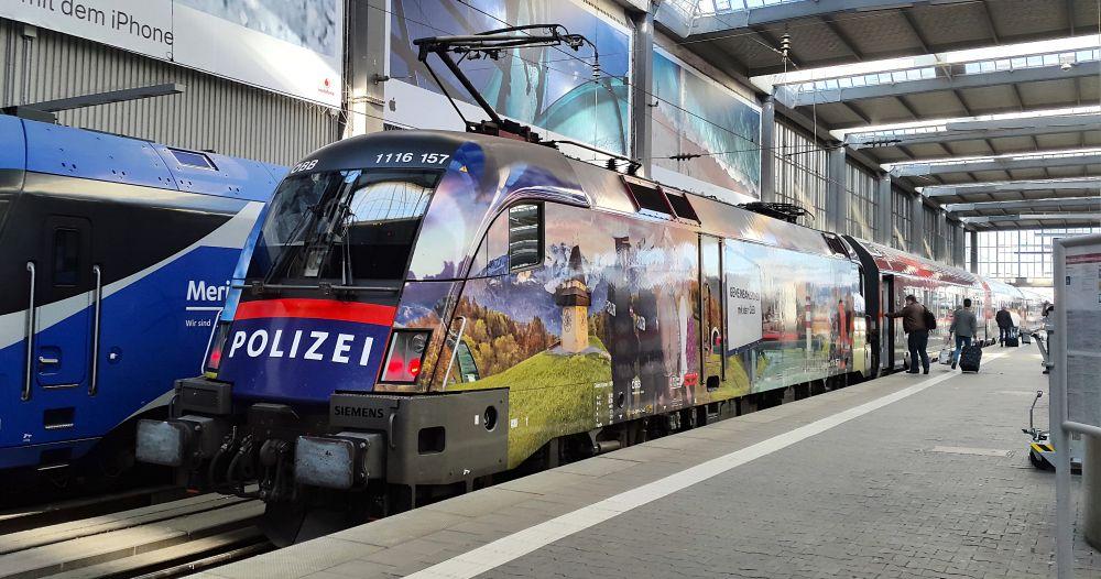 Niemcy: 50 tys. policjantów sprawdzi, czy pasażerowie noszą maseczki