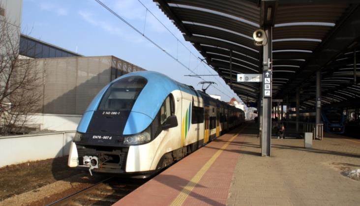Zmiana systemu zasilania na polskiej kolei? Koszty byłyby ogromne